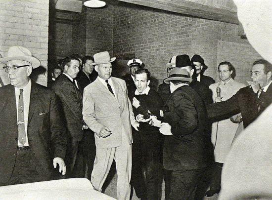 R. Jackson: Ruby nel preciso momento in cui spara a Oswald