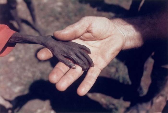 Fotografia della Storia o Storia della Fotografia. La carestia in Uganda | Il Blog delle Ragazze